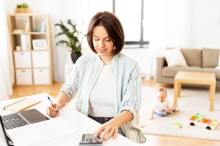 7 Easy Ways to Save Money as a Busy Mom
